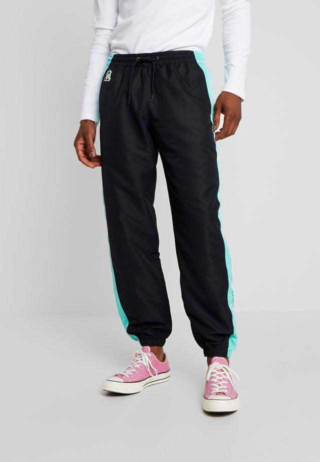 LX (187 STRASSENBANDE) X GRMY TRACK PANTS - Teplákové kalhoty - black