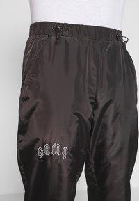 Grimey - CARNITAS TRACK PANTS - Teplákové kalhoty - black - 4