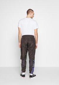 Grimey - CARNITAS TRACK PANTS - Teplákové kalhoty - black - 2