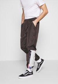 Grimey - CARNITAS TRACK PANTS - Teplákové kalhoty - black - 3