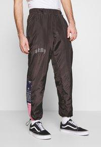 Grimey - CARNITAS TRACK PANTS - Teplákové kalhoty - black - 0
