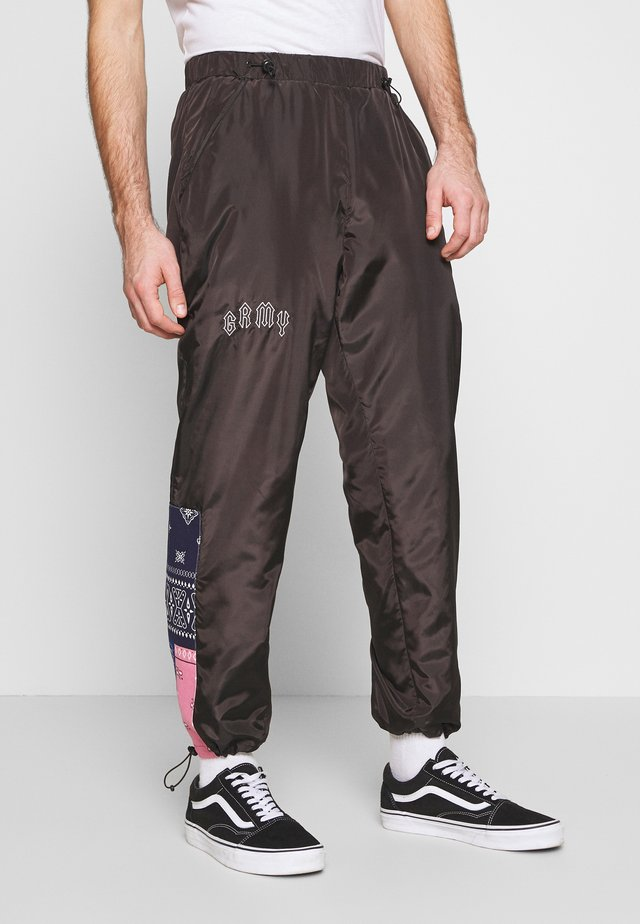 CARNITAS TRACK PANTS - Joggebukse - black