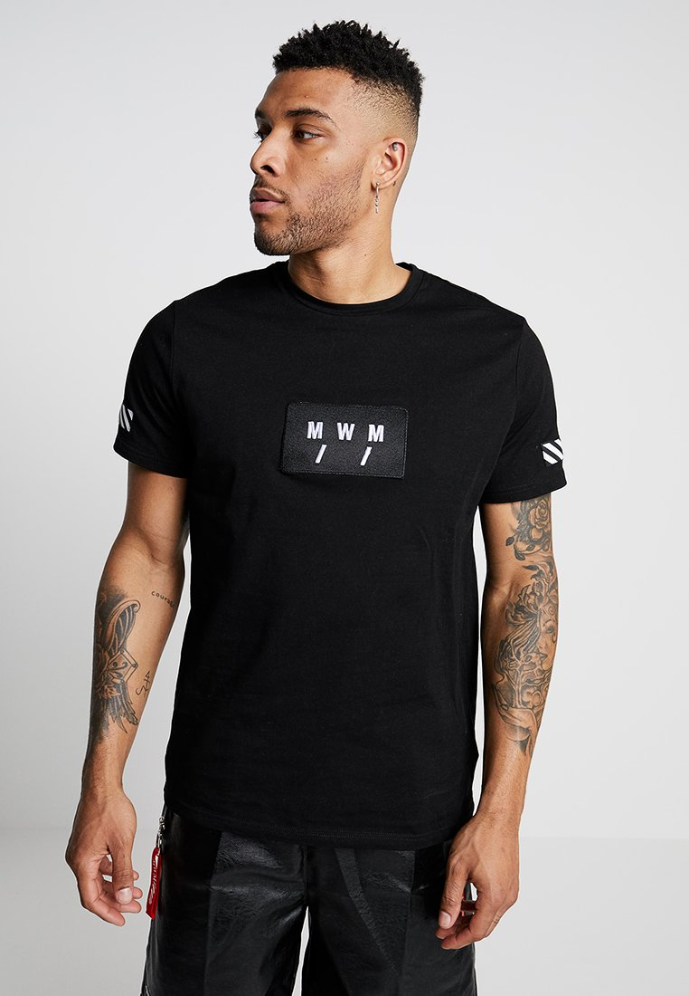 MWM - SHORT SLEEVES TEE ON THE BACK STRIP - Print T-shirt - black