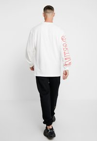 Grimey - ENGINEERING LONG SLEEVE TEE - Bluzka z długim rękawem - white - 2