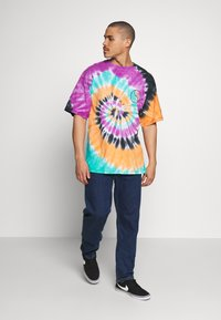 Grimey - ACKNOWLEDGE TIE AND DYE TEE - T-shirt con stampa - orange - 1