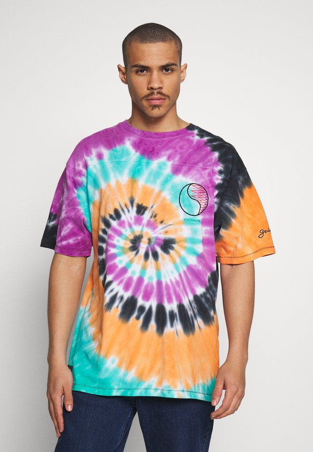ACKNOWLEDGE TIE AND DYE TEE - T-shirt med print - orange