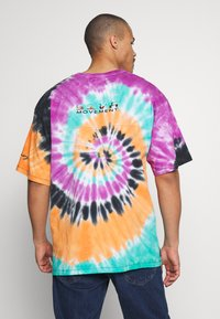 Grimey - ACKNOWLEDGE TIE AND DYE TEE - T-shirt con stampa - orange - 2