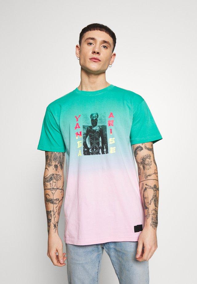 YANGA TEE - T-shirts print - green