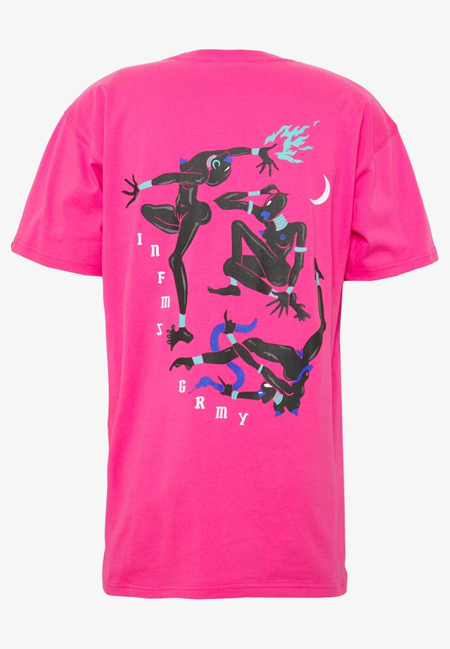 RITUALS AND SPELLS TEE - Print T-shirt - pink