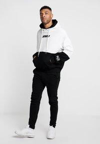 MWM - DOUBLE - Jersey con capucha - white/black - 1