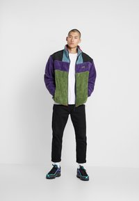 Grimey - SIGHTING IN VOSTOK SHERPA JACKET - Lehká bunda - purple - 1