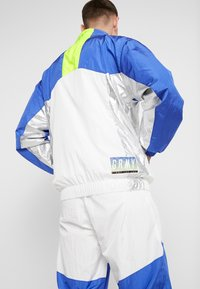 Grimey - PLANETE NOIRE SILVER TRACK JACKET - Training jacket - white - 2