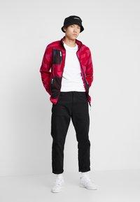 Grimey - MYSTERIOUS VIBES ZIP POLAR - Fleece jacket - pink - 1