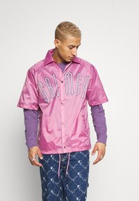 Grimey - CARNITAS CHICAS BONITAS SHORT SLEEVE COACH JACKET - Summer jacket - rose - 0