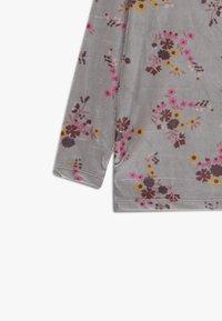 GRO - ISA - Langærmede T-shirts - grey - 3