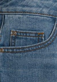 Grunt - Denim shorts - mid blue - 3