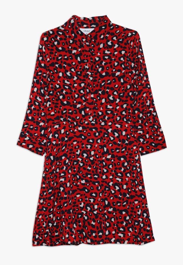 SOLVEJ DRESS - Sukienka koszulowa - happy red