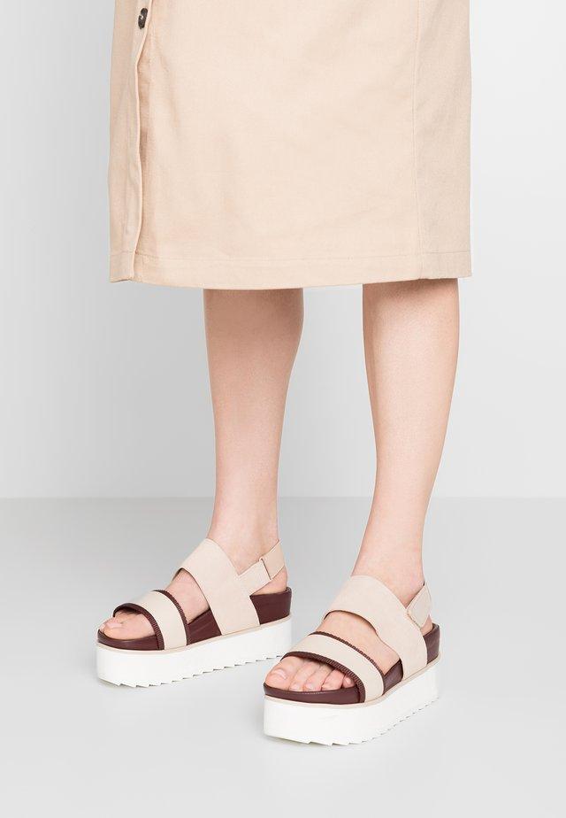 CORE FLATFORM - Sandalen met plateauzool - liquid pink