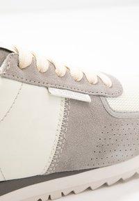 G-Star - VIN RUNNER - Sneakersy niskie - light grey/milk - 2