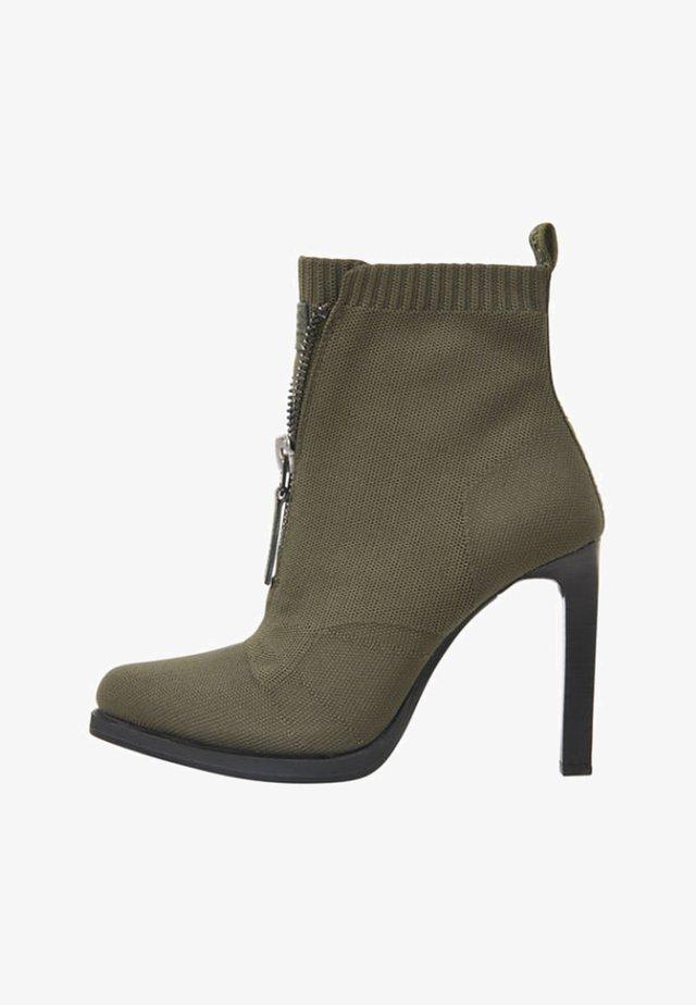 STRETT HEEL - Klassiska stövlar - green