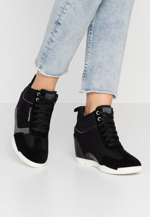 BOXXA WEDGE - Høye joggesko - black