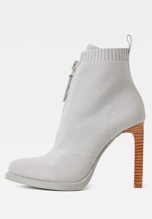 STRETT HEEL - Classic ankle boots - lt charcoal