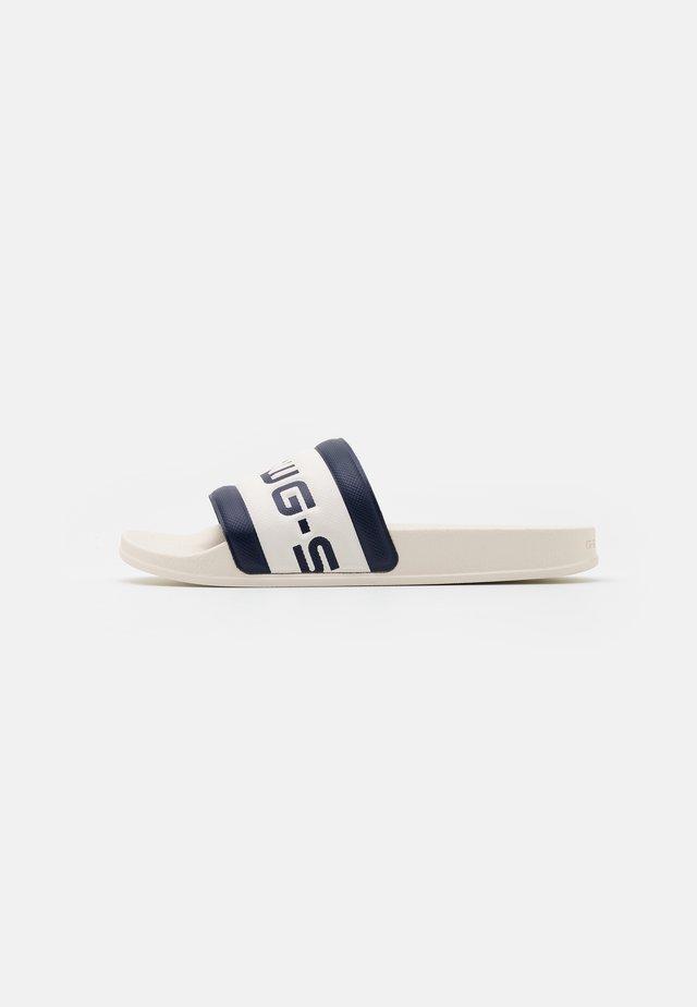 CART SLIDE III - Mules - milk/imperial blue