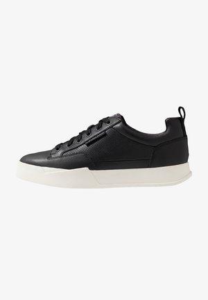 RACKAM CORE LOW - Sneaker low - black/white