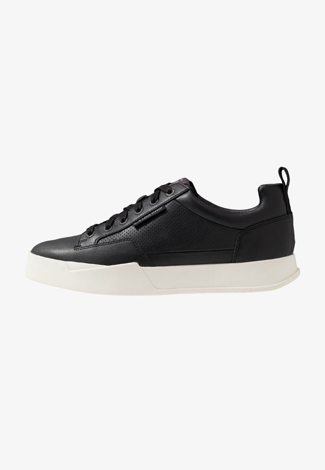 RACKAM CORE LOW - Trainers - black/white