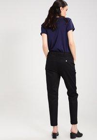 G-Star - BRONSON LOW BOYFRIEND CHINO  - Chino kalhoty - raw pressed - 2