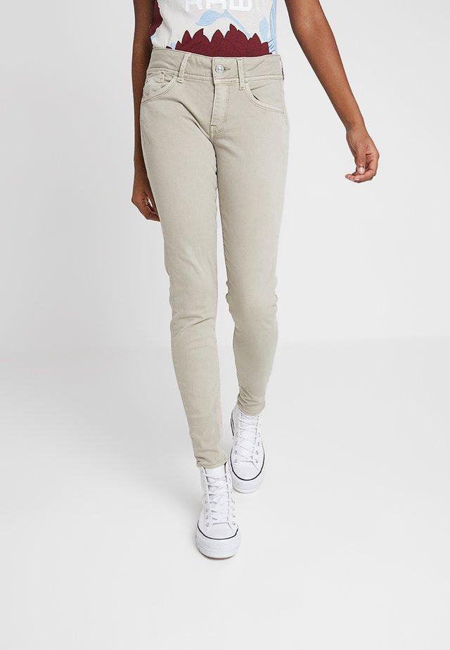 LYNN MID SKINNY COLORED - Pantalones - jalpo superstretch od