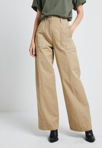 G-Star - ARMY WIDE LEG - Flared jeans - sahara - 0