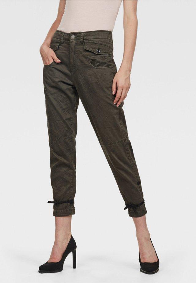 ARMY RADAR BOYFRIEND STRAP - Pantalon classique - gray