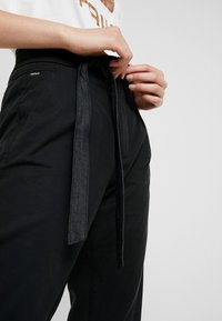 G-Star - CHISEL MID ANKLE - Trousers - black - 3