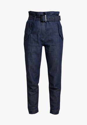 ROVIC HIGH PAPERBAG PANT - Kalhoty - rinsed