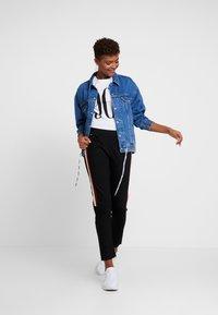 G-Star - STRIPE SKINNY PANT - Teplákové kalhoty - black - 1