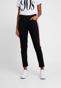 G-Star - STRIPE SKINNY PANT - Teplákové kalhoty - black - 0