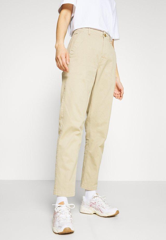 PAGE BF CHINO WMN - Pantalones chinos - carton