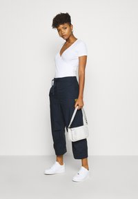 G-Star - UTILITY HIGH LOOSE CROP - Cargobukse - mazarine blue - 1
