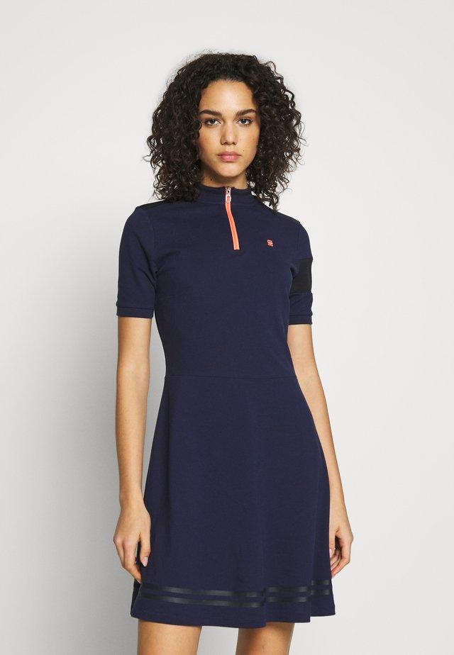 CERGY ZIP SLIM - Korte jurk - sarto blue/milk/orange