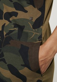 G-Star - MOXEL PKT DRESS WMN S\S - Jersey dress - wild olive/forest night - 6