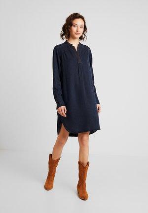 OGEE V-NECK DRESS - Vapaa-ajan mekko - blue denim