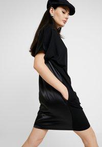 G-Star - JOOSA DRESS FUNNEL WMN S\S - Vestito di maglina - dark black - 3