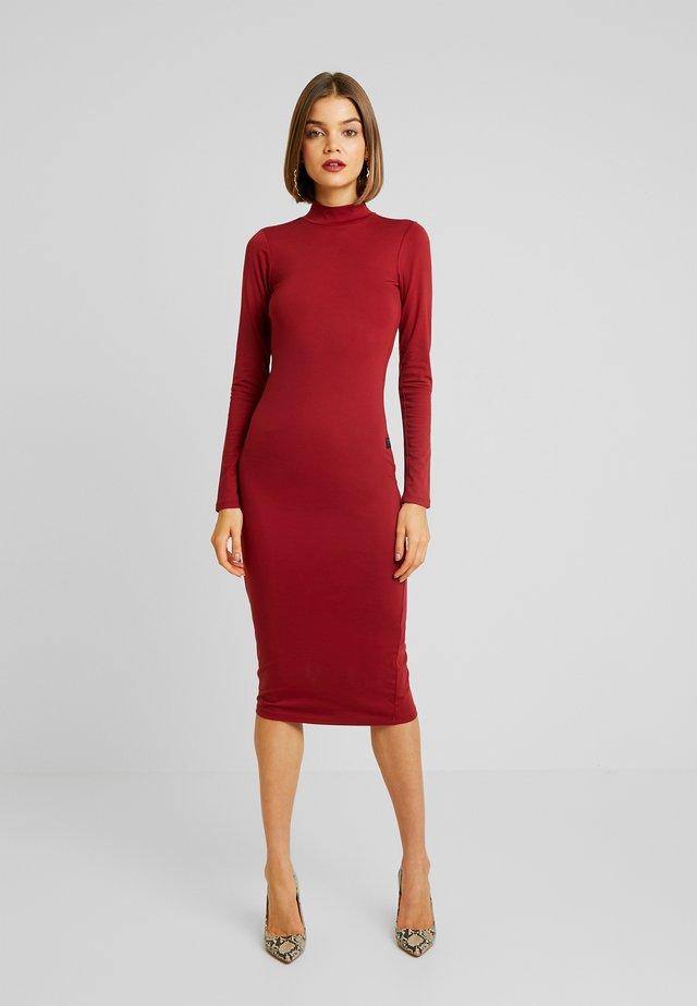 NEW VENETIO SLIM FUNNEL - Vestido de tubo - dry red