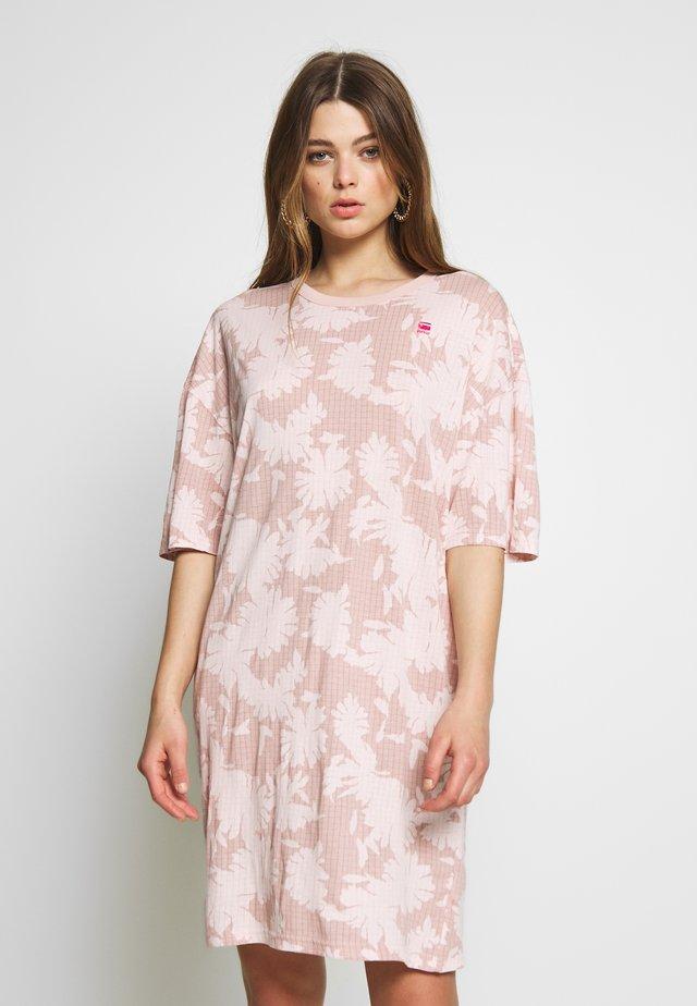 YIVA - Korte jurk - bleach pink