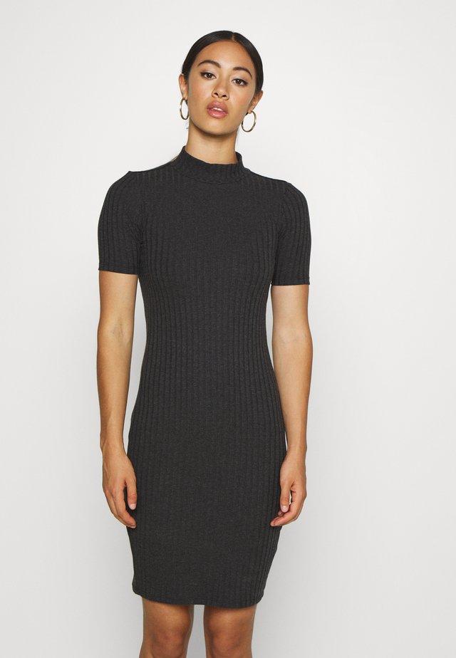 VENETIO SLIM FUNNEL DRESS 1\2 SL - Etui-jurk - black
