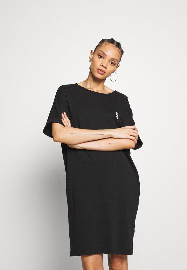 JOOSA DRESS R WMN S/S - Žerzejové šaty - black