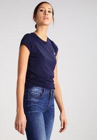 G-Star - EYBEN SLIM - T-shirts - sartho blue - 0