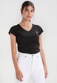 G-Star - EYBEN SLIM V T  S/S - T-shirt - bas - black - 0