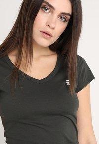 G-Star - EYBEN SLIM - T-shirt - bas - asfalt - 4